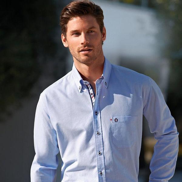 7f5279181f4 В магазине можно часто услышать такую фразу  «Мне нужно подобрать рубашку  под деловой костюм». Это ошибка. На самом деле под костюм надевают сорочку